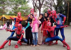 Spiderman Hingga Hadroh, Warnai Santunan RS Grha Permata Ibu